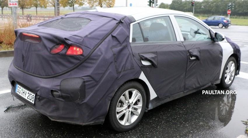 Hyundai Ioniq hybrid, plug-in hybrid and full EV teased – spyshots of Prius-fighter reveal interior in full Image #417036