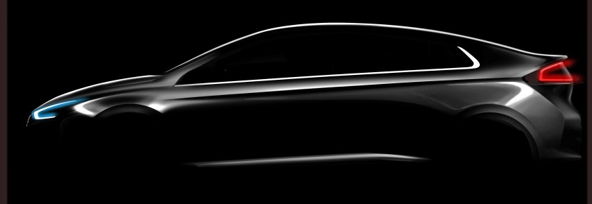 Hyundai Ioniq hybrid, plug-in hybrid and full EV teased – spyshots of Prius-fighter reveal interior in full Image #417021