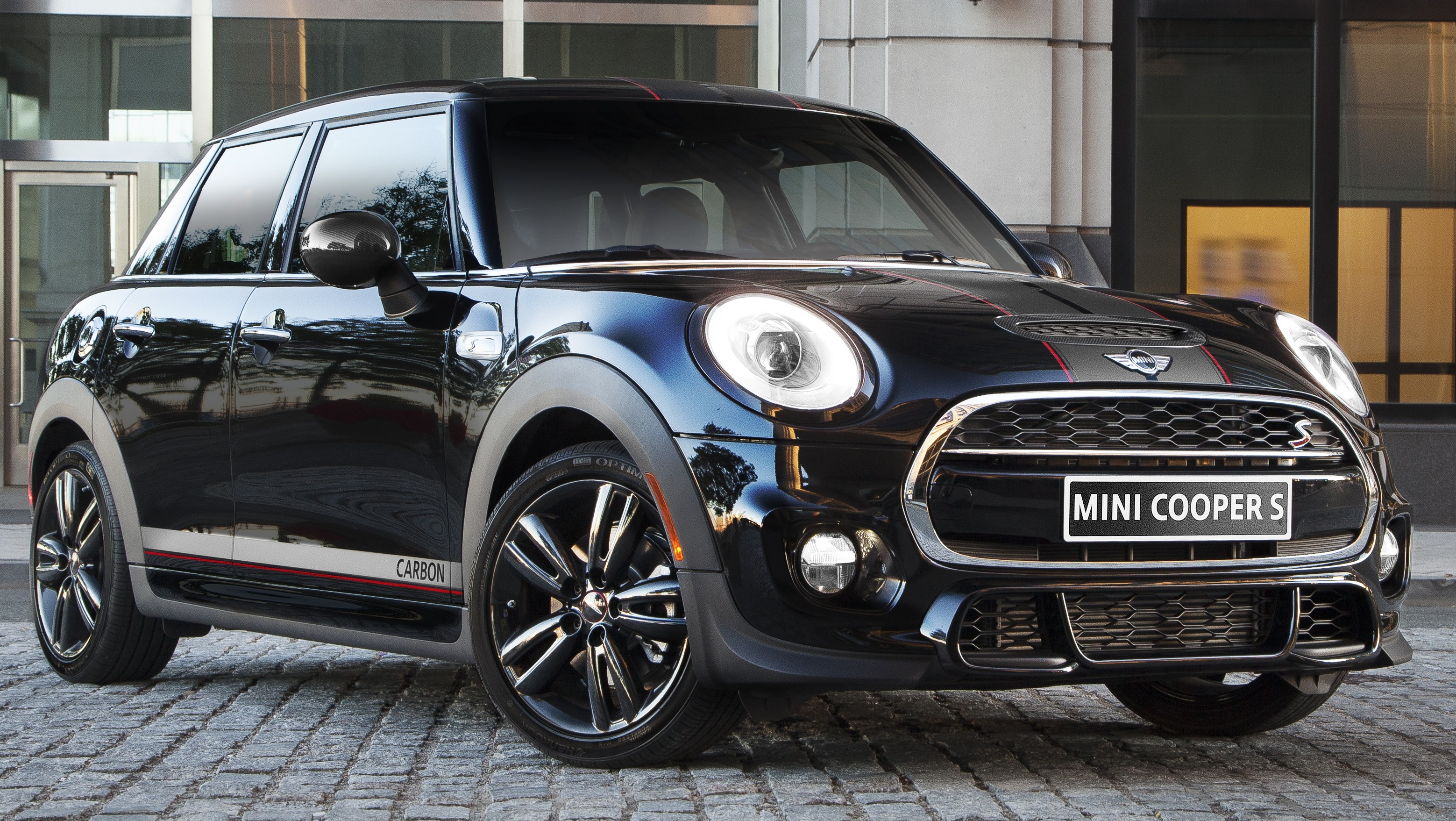 Mini Carbon Edition Cooper S 5 Door With 208 Hp
