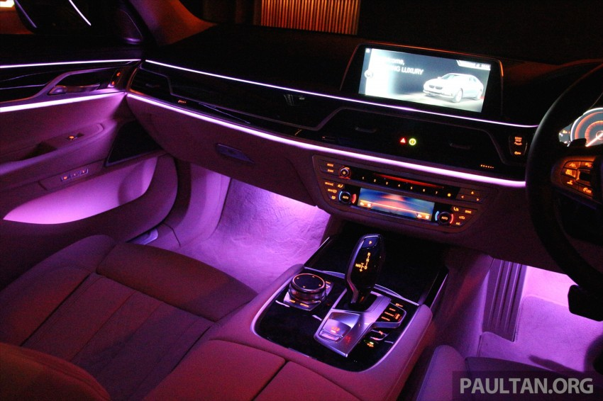 GALLERY: BMW 7 Series Sky Lounge panoramic roof Image #436555