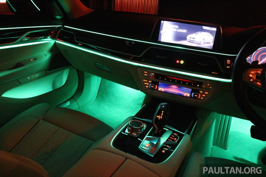 GALLERY: BMW 7 Series Sky Lounge panoramic roof Image #436556