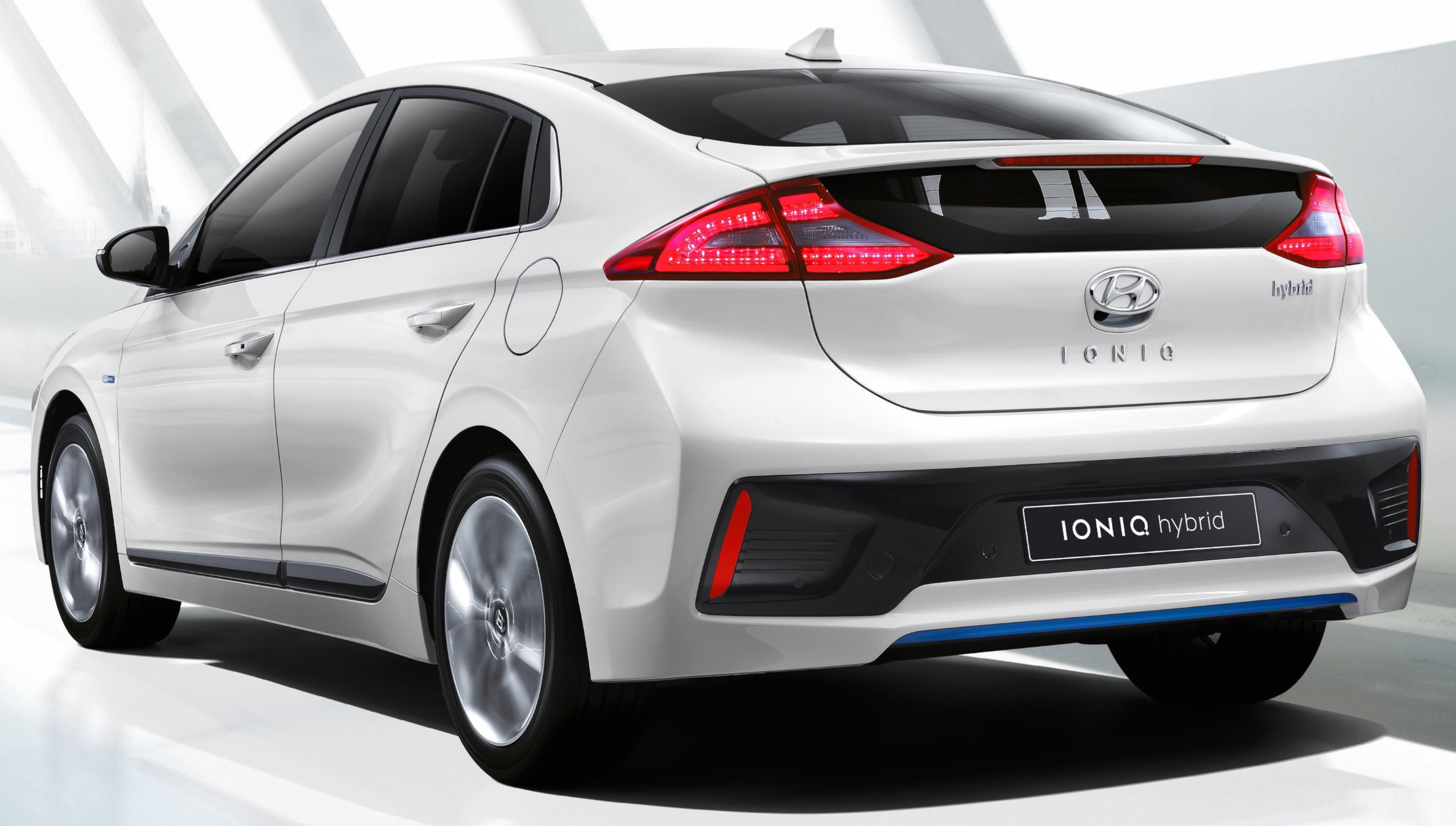 hyundai ioniq hybrid first details and official images. Black Bedroom Furniture Sets. Home Design Ideas