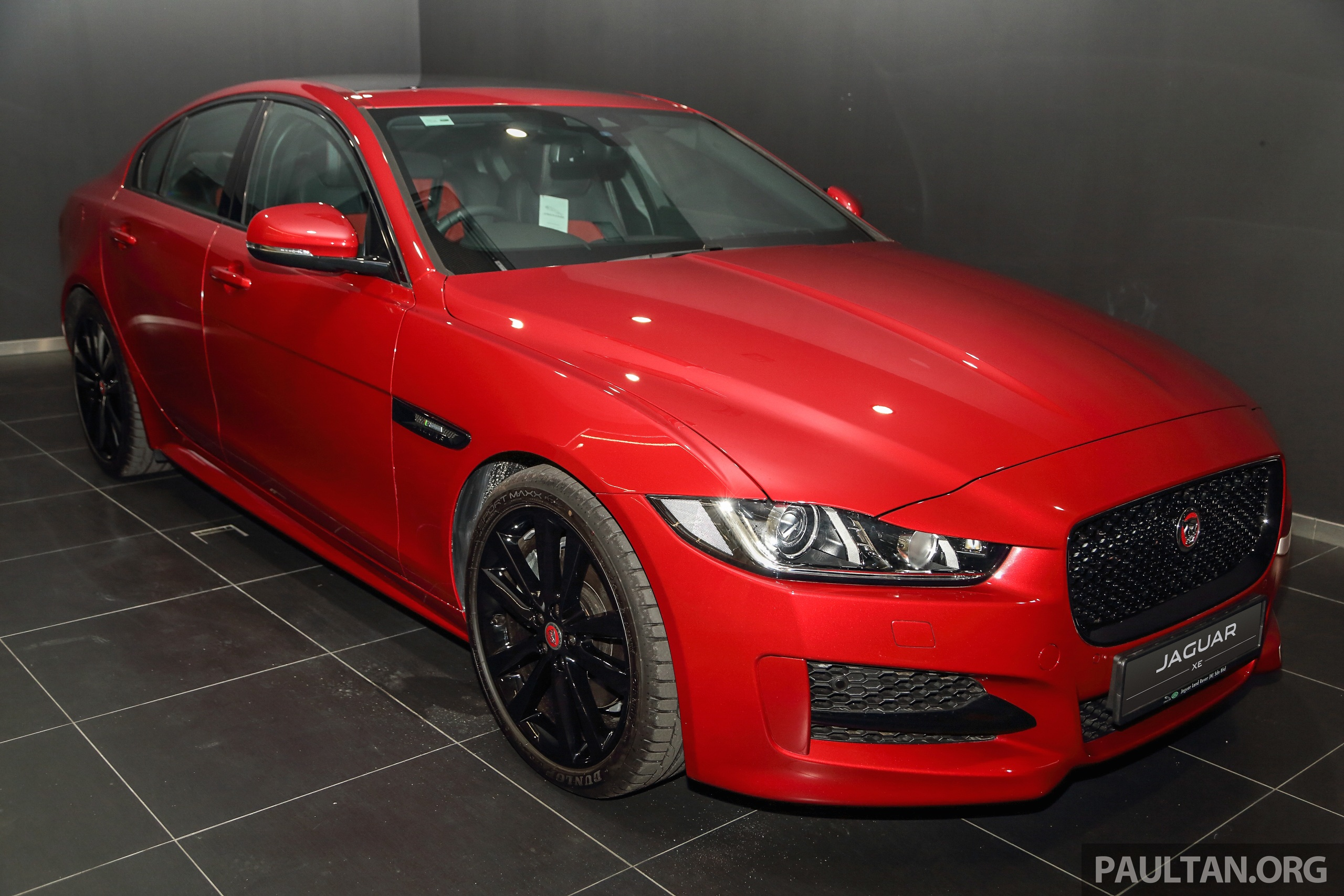 jaguar xe debuts in malaysia 2 0 3 0 from rm341k image 435395. Black Bedroom Furniture Sets. Home Design Ideas