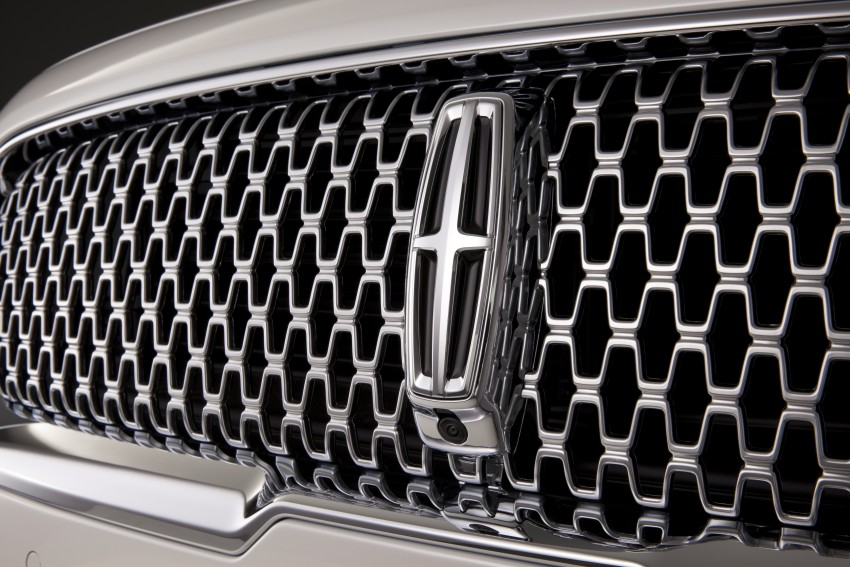 2017 Lincoln Continental exudes luxury in Detroit Image #427713