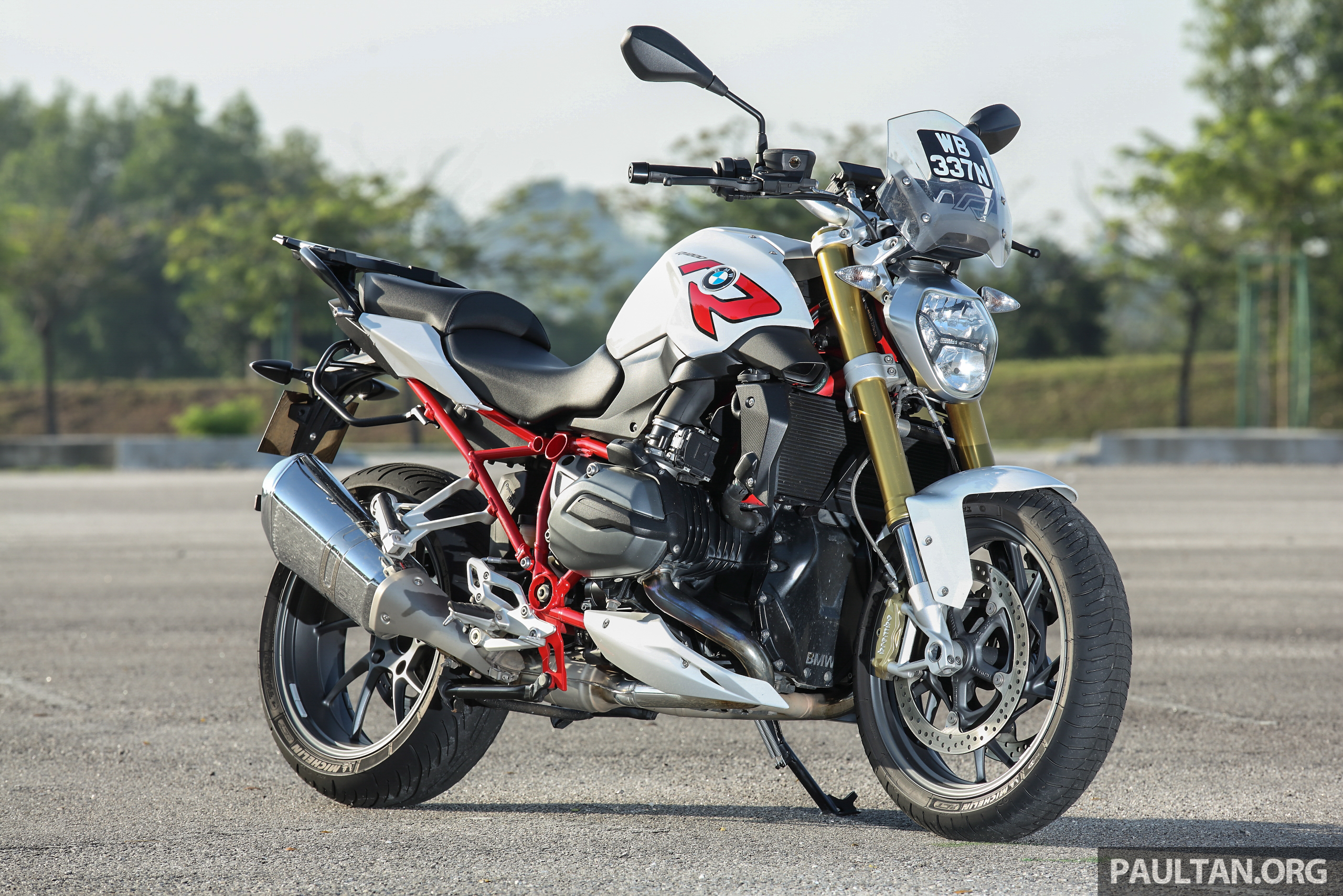 REVIEW: BMW R1200R – iron fist in an iron glove Image #431324