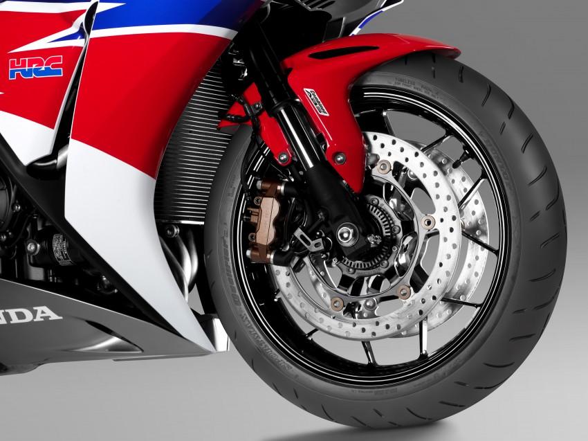 2017 Honda CBR1000RR on Japanese mag cover? Image #435027