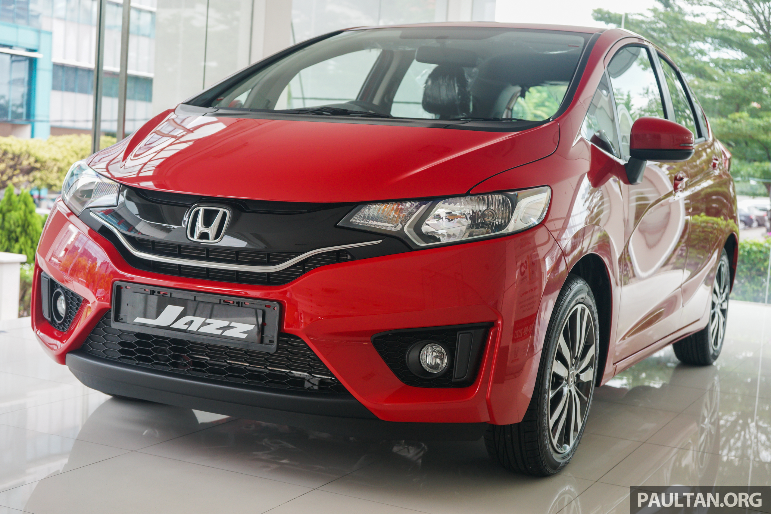 gallery honda jazz in carnival red live photos. Black Bedroom Furniture Sets. Home Design Ideas