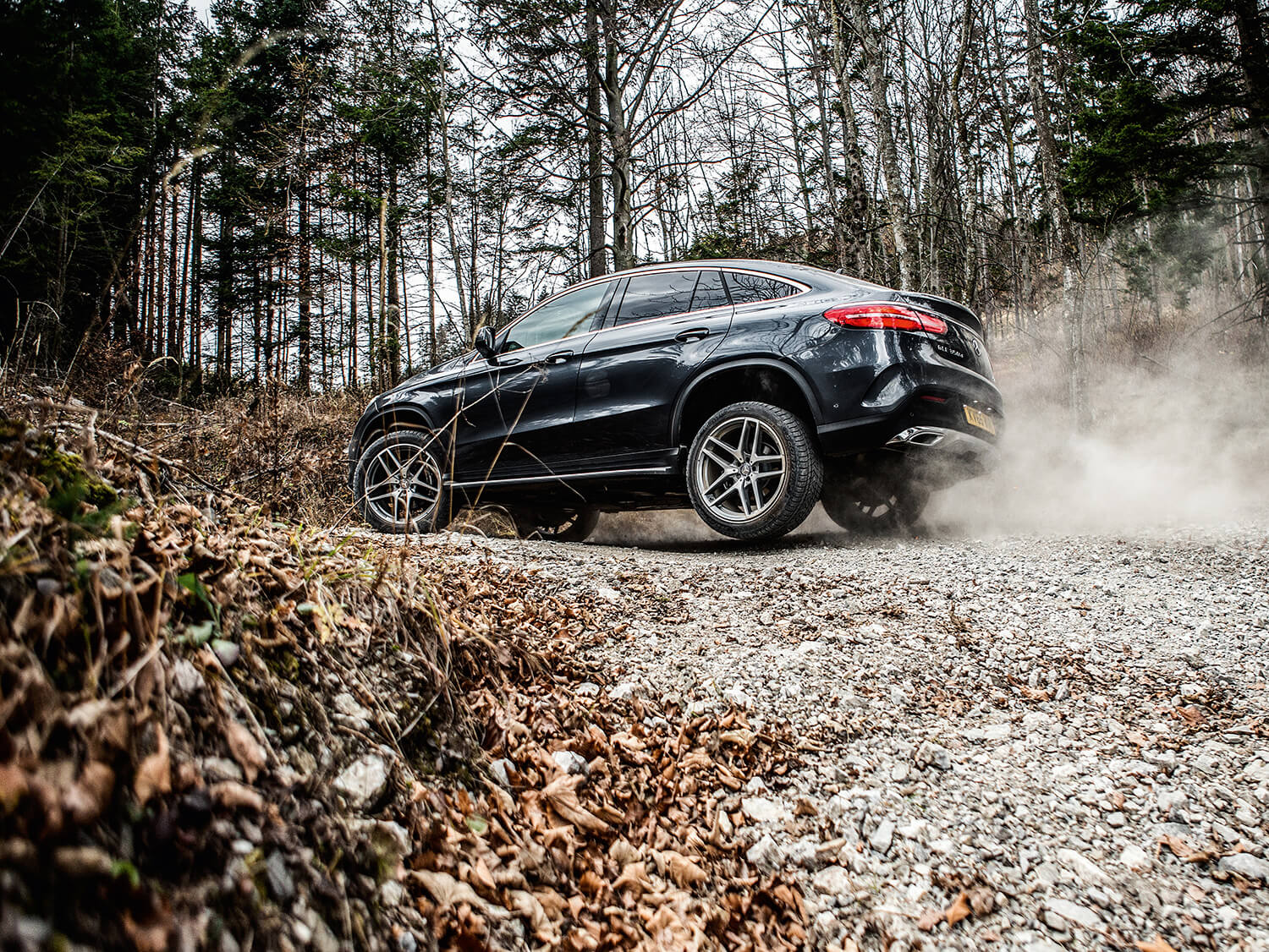 Video mercedes benz shows off its suv line up image 424343 for Mercedes benz line up