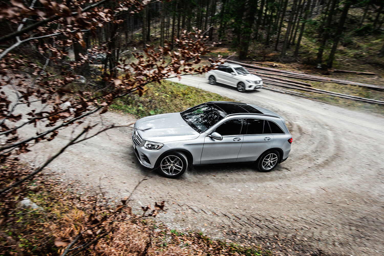 Video mercedes benz shows off its suv line up image 424337 for Mercedes benz line up