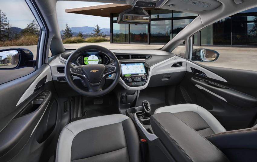 2017 Chevrolet Bolt EV debuts at CES – 320 km range Image #425739