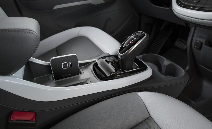 2017 Chevrolet Bolt EV debuts at CES – 320 km range Image #425738