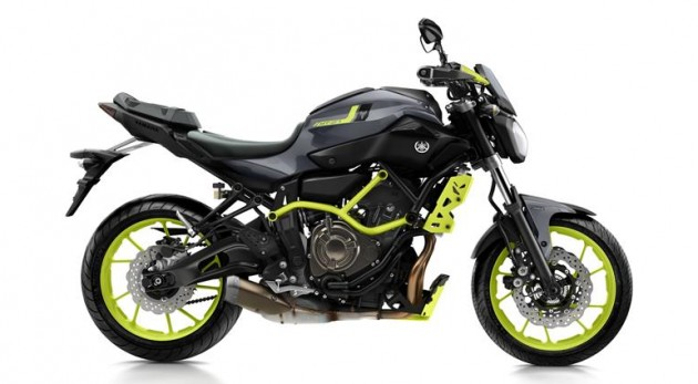 2016-Yamaha-MT-07-Moto-Cage-EU-Night-Fluo-Studio-002