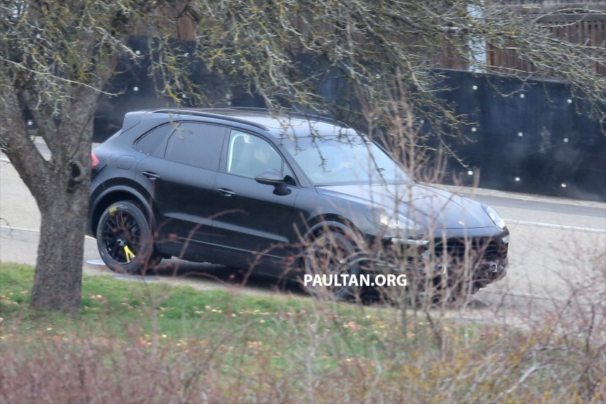 SPYSHOTS: Next-gen Porsche Cayenne out testing Image #437667