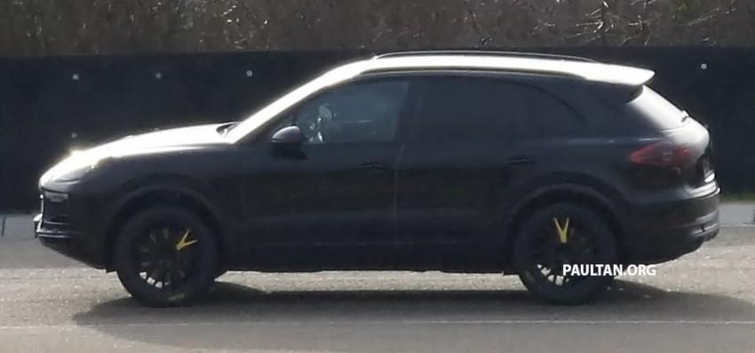 SPYSHOTS: Next-gen Porsche Cayenne out testing Image #437669