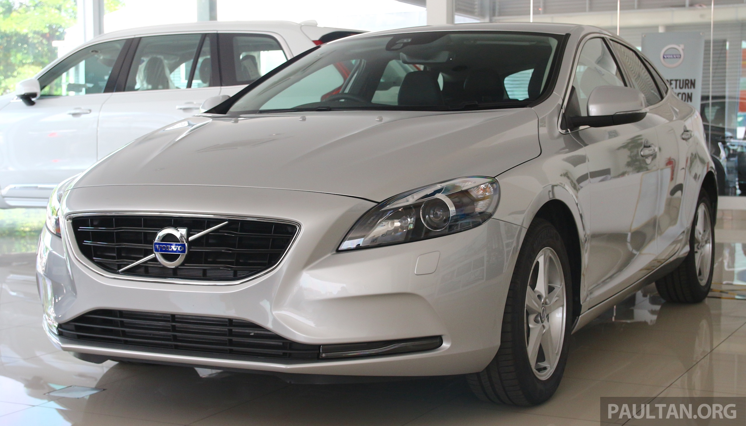 volvo v40 t4 with drive e 2 0 limited units rm176k. Black Bedroom Furniture Sets. Home Design Ideas