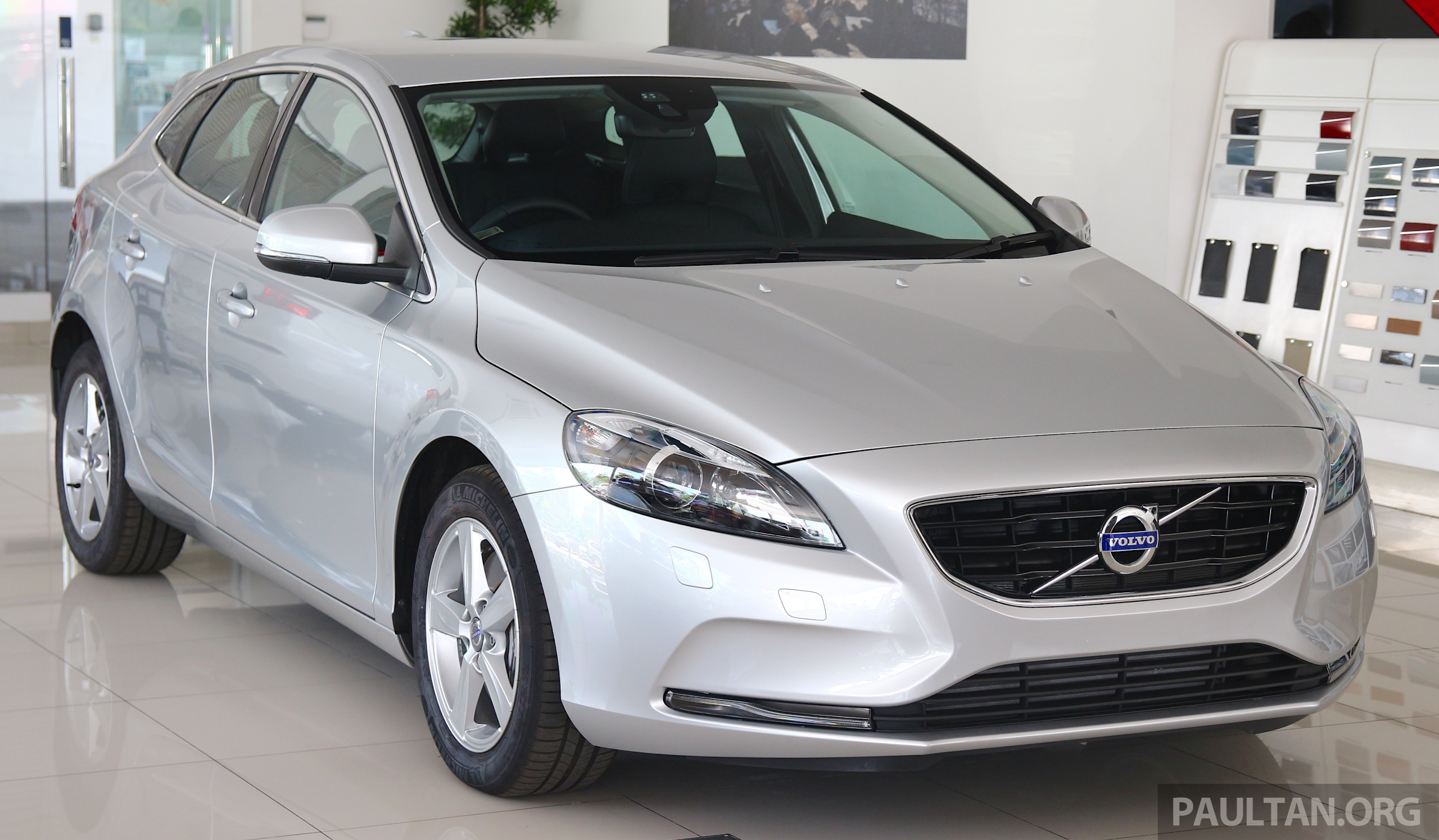 volvo v40 t4 with drive e 2 0 limited units rm176k image 445500. Black Bedroom Furniture Sets. Home Design Ideas