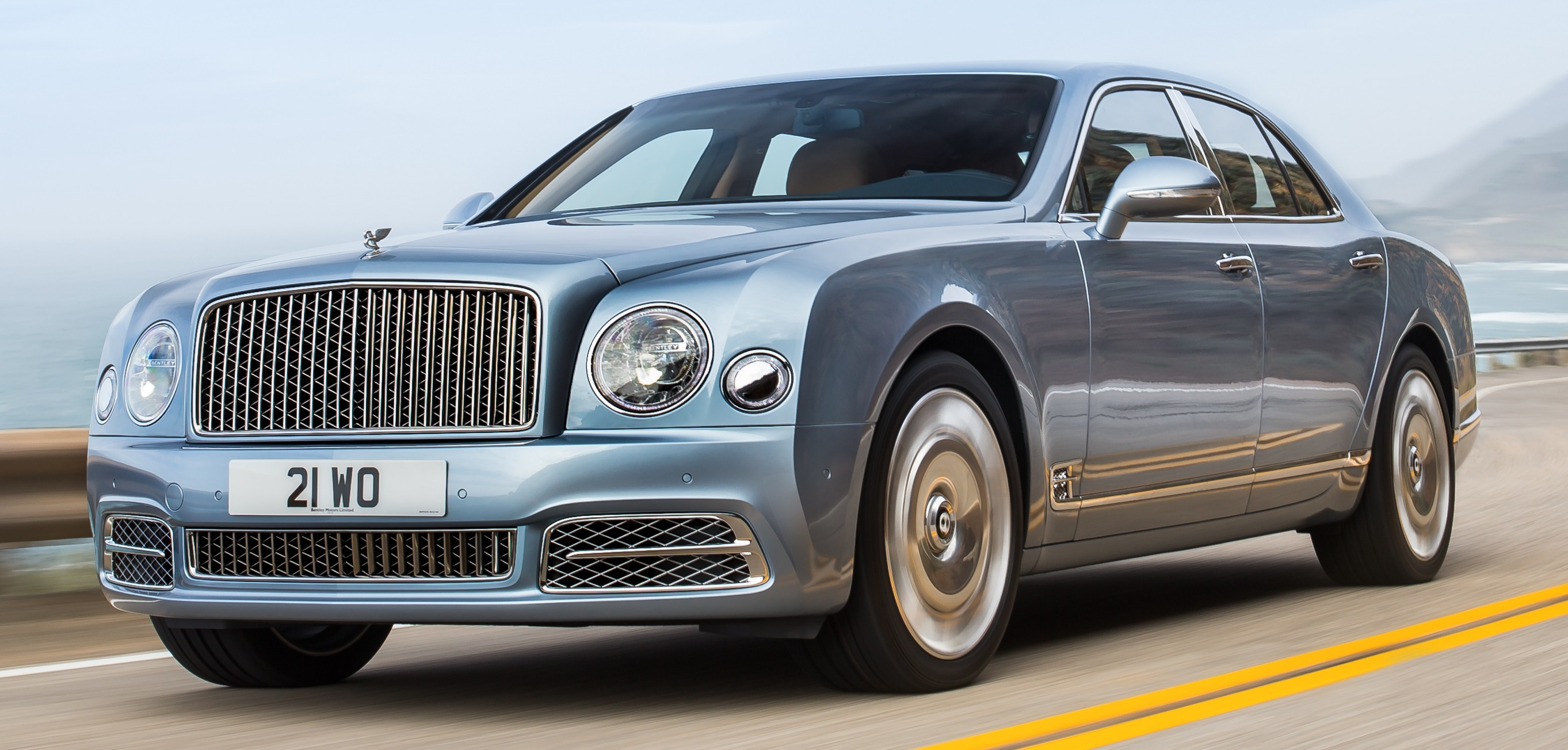 bentley mulsanne facelift debuts new face more technology and a new extended wheelbase variant. Black Bedroom Furniture Sets. Home Design Ideas
