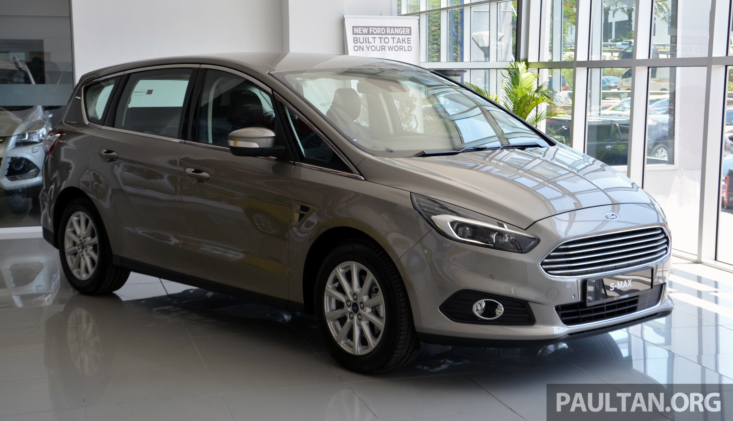 gallery ford s max 2nd gen in sdac showrooms. Black Bedroom Furniture Sets. Home Design Ideas