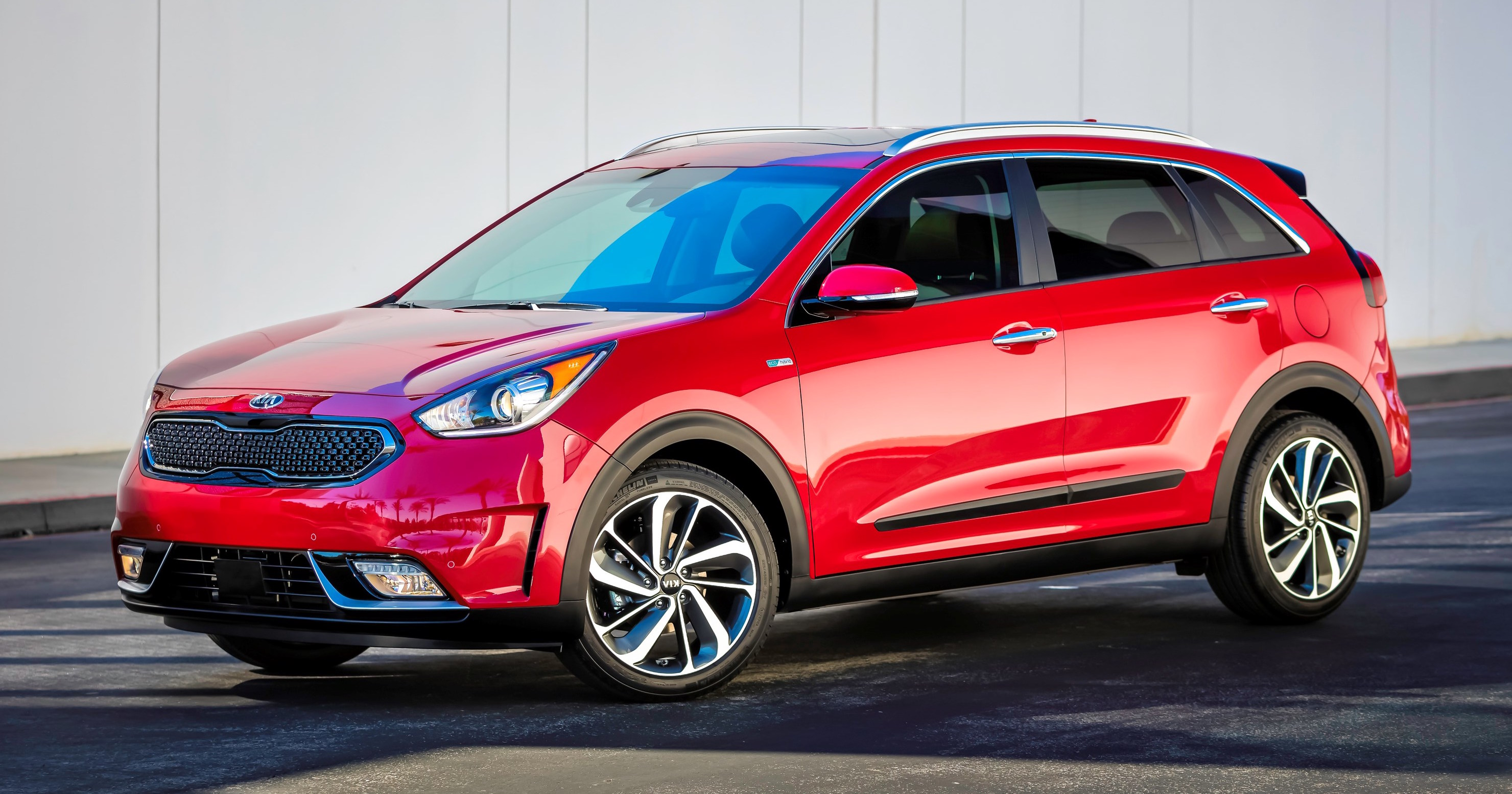 kia niro hybrid b segment suv debuts in chicago. Black Bedroom Furniture Sets. Home Design Ideas