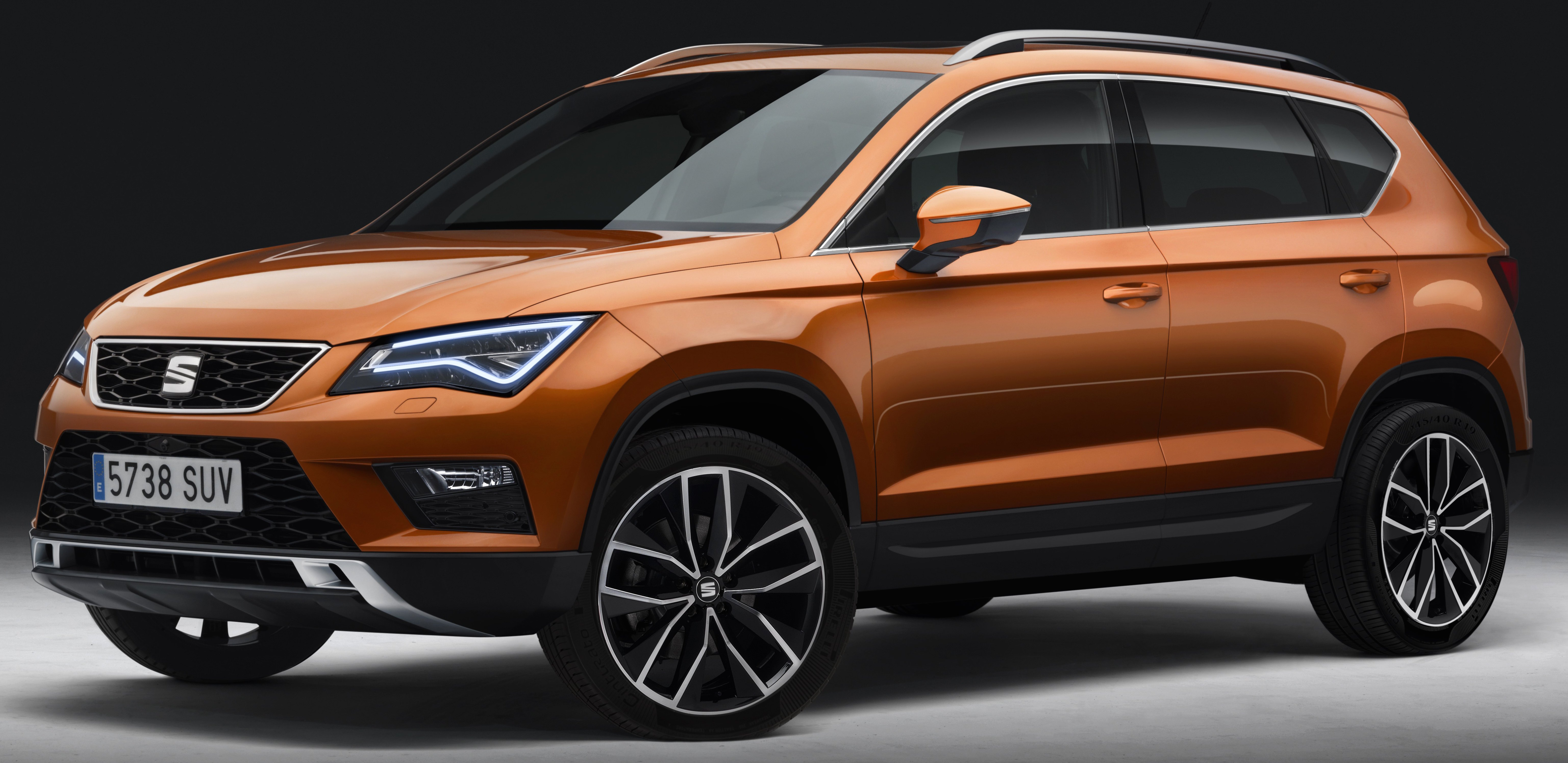 seat ateca unveiled brand 39 s first ever suv model. Black Bedroom Furniture Sets. Home Design Ideas