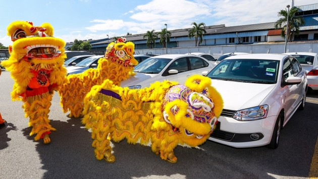 The Lions blessing the cars of Volkswagen owners_2