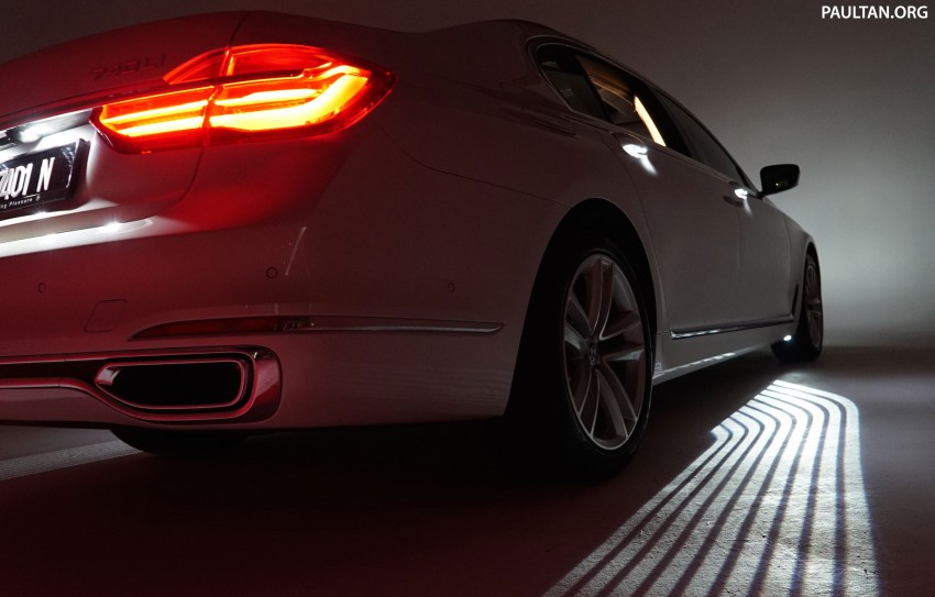 BMW Welcome Light Carpet – how does it work? Image #448826