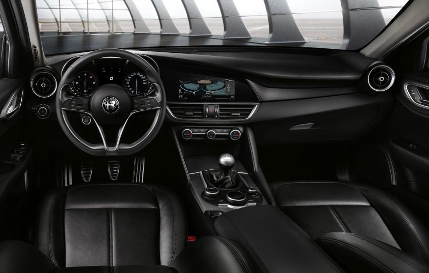 Alfa Romeo Giulia – images of standard sedan surface Image #452221