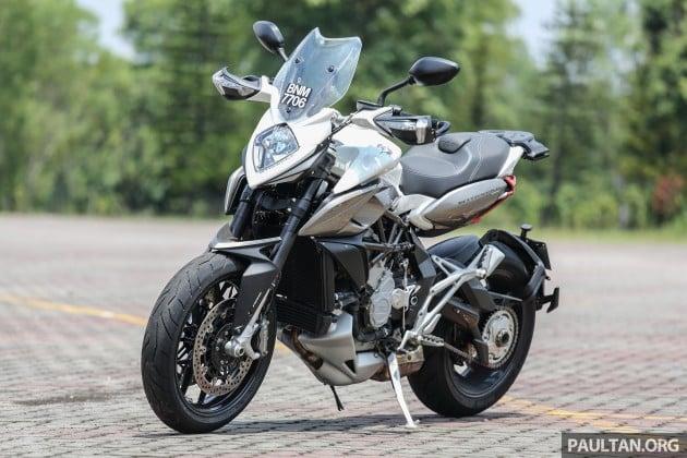 review 2016 mv agusta stradale 800 hooligan style motard riding