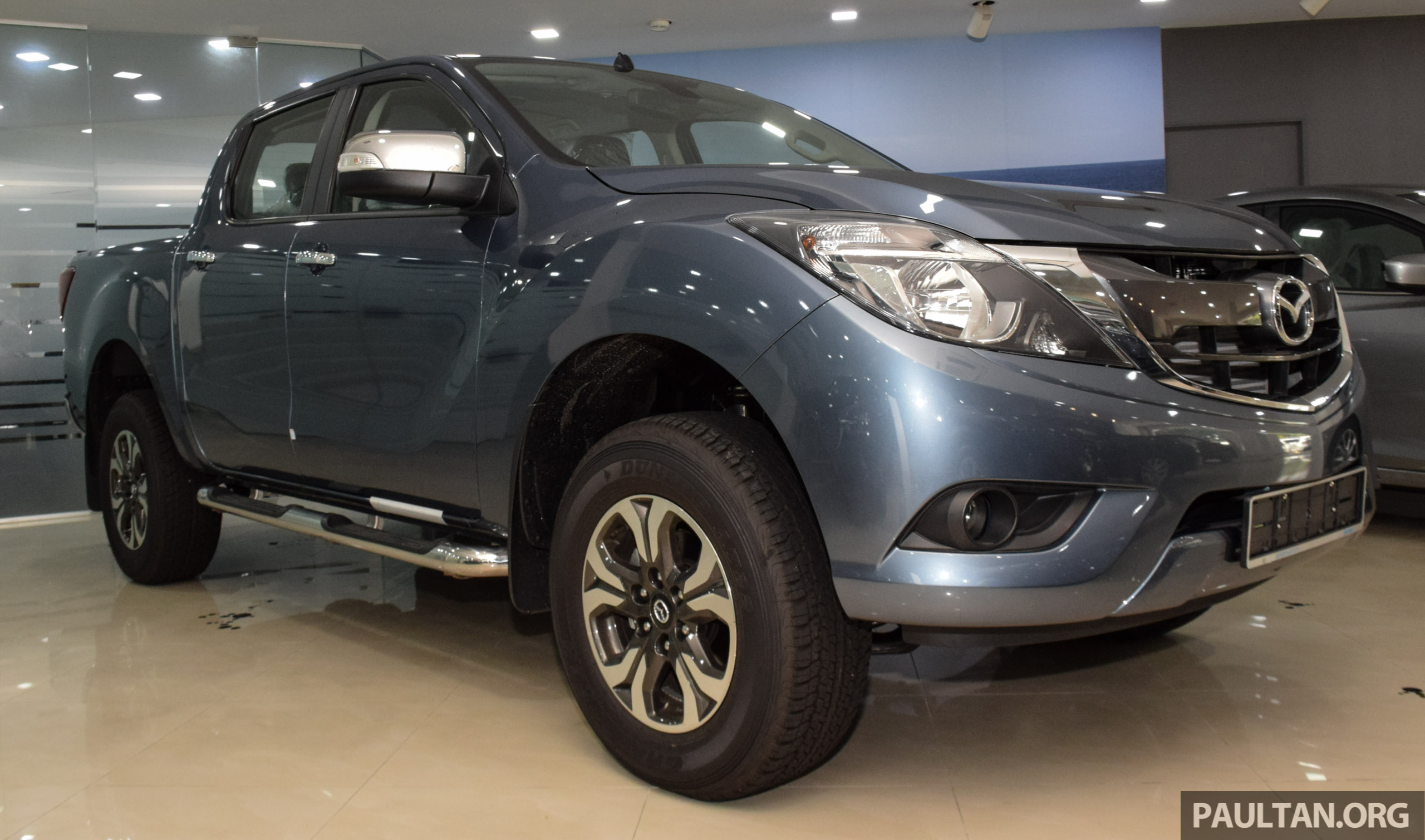 gallery 2016 mazda bt 50 facelift in showroom. Black Bedroom Furniture Sets. Home Design Ideas