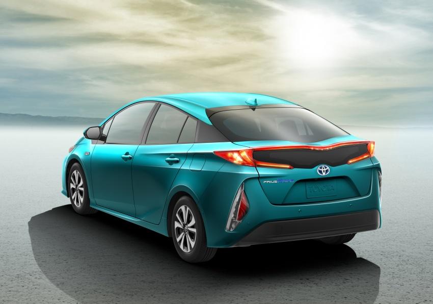 2017 Toyota Prius Prime plug-in hybrid – 1.4 l/100 km! Image #465586