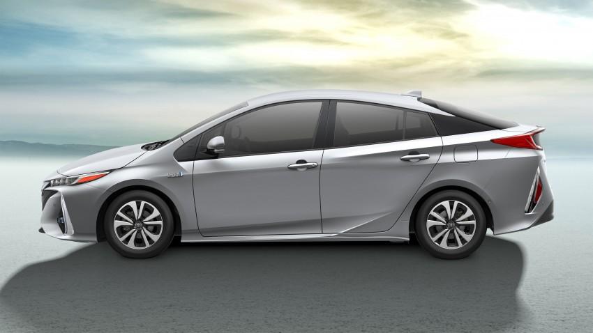 2017 Toyota Prius Prime plug-in hybrid – 1.4 l/100 km! Image #465579
