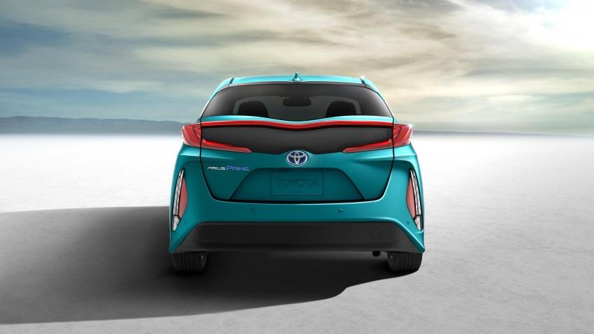 2017 Toyota Prius Prime plug-in hybrid – 1.4 l/100 km! Image #465574