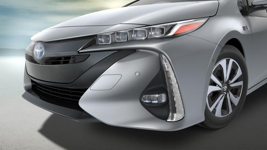 2017 Toyota Prius Prime plug-in hybrid – 1.4 l/100 km! Image #465584