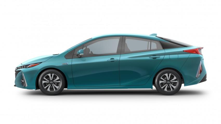 2017 Toyota Prius Prime plug-in hybrid – 1.4 l/100 km! Image #465570