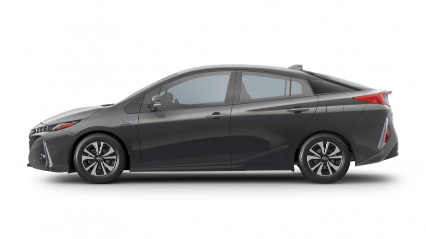 2017 Toyota Prius Prime plug-in hybrid – 1.4 l/100 km! Image #465559