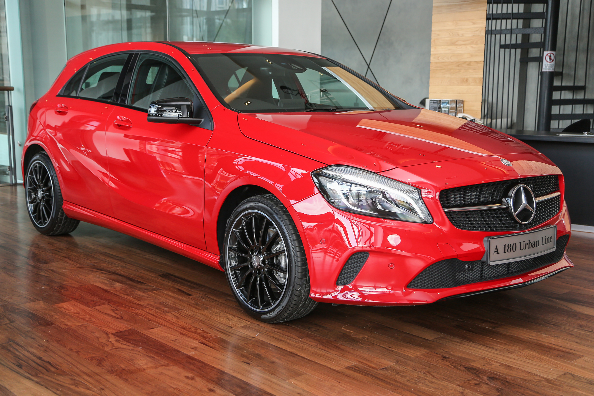 mercedes benz a class facelift debuts a180 urban line a200 amg line a250 sport rm196k to. Black Bedroom Furniture Sets. Home Design Ideas