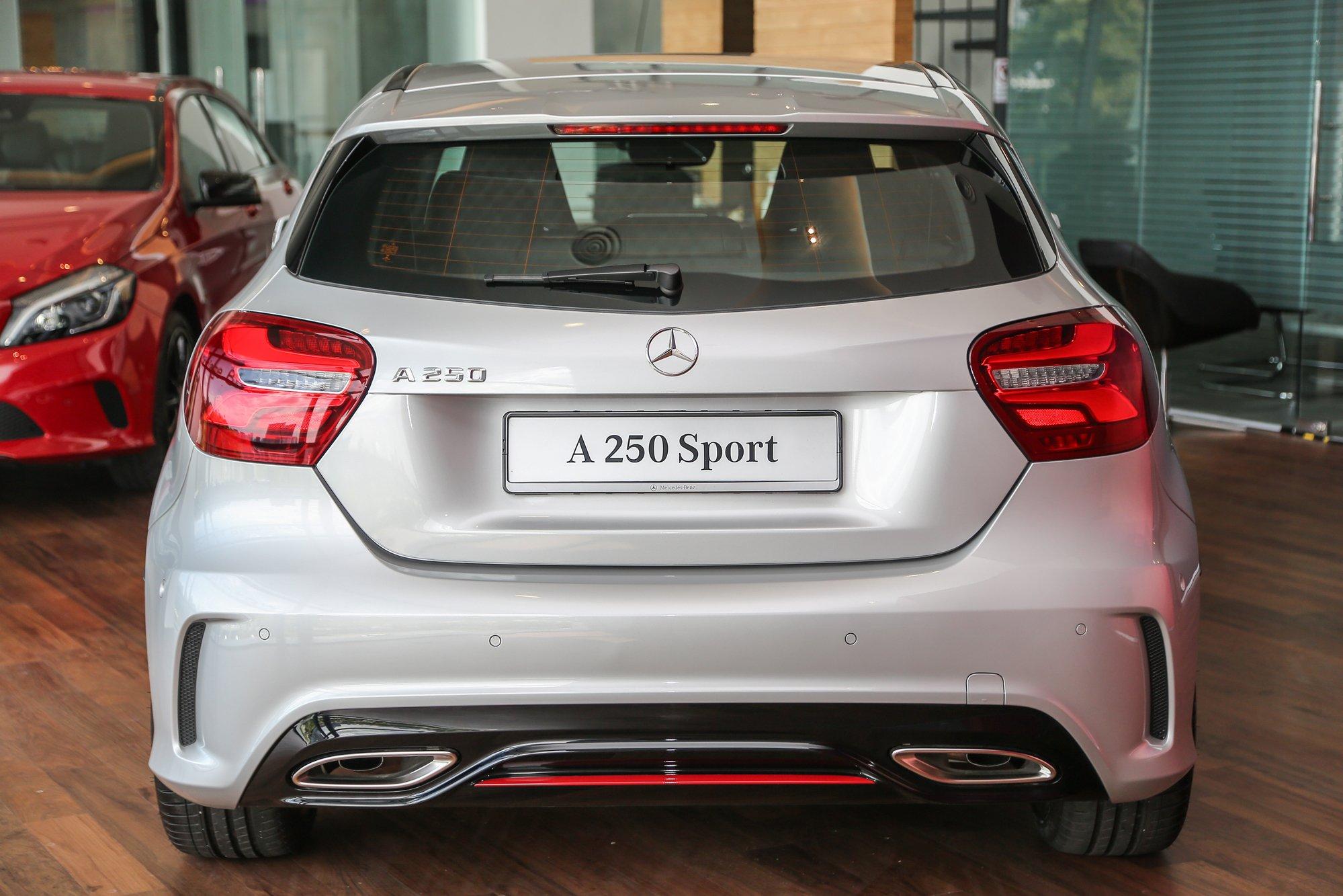 Mercedes Benz A Class Facelift Debuts A180 Urban Line