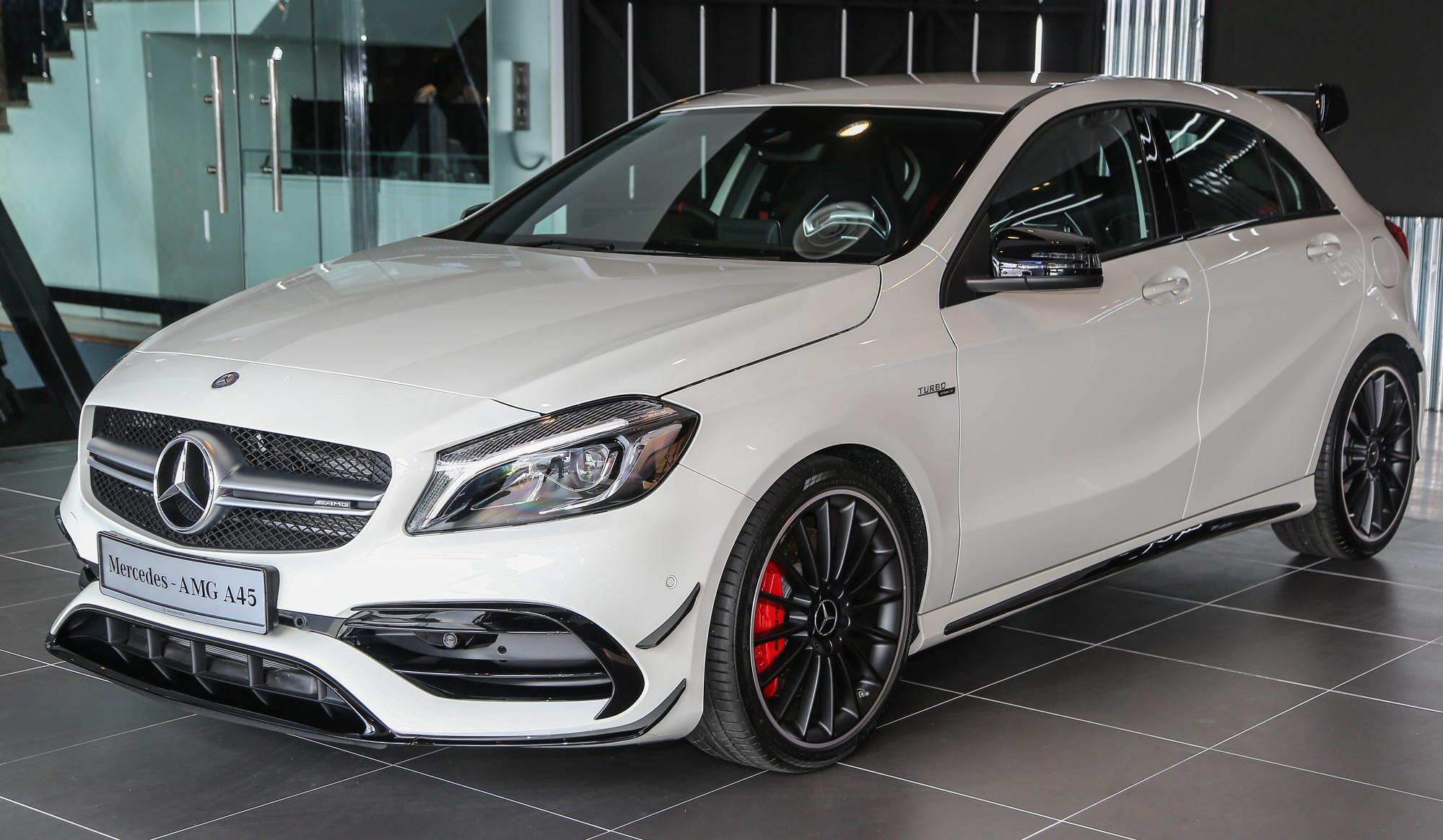 mercedes amg a45 facelift in m 39 sia 381 hp rm349k. Black Bedroom Furniture Sets. Home Design Ideas