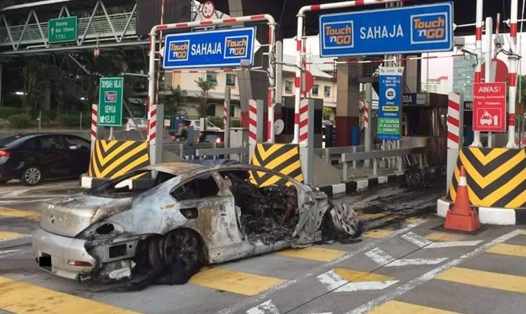 BMW catches fire at Sprint toll plaza, causing fatality Image #468326
