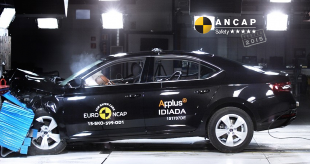 2016 Skoda Superb ANCAP crash test-01