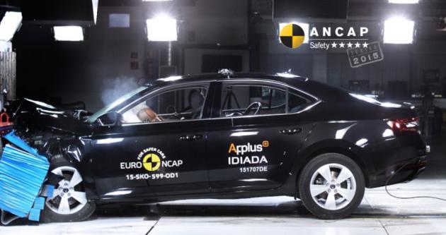 2016 Skoda Superb ANCAP crash test-01
