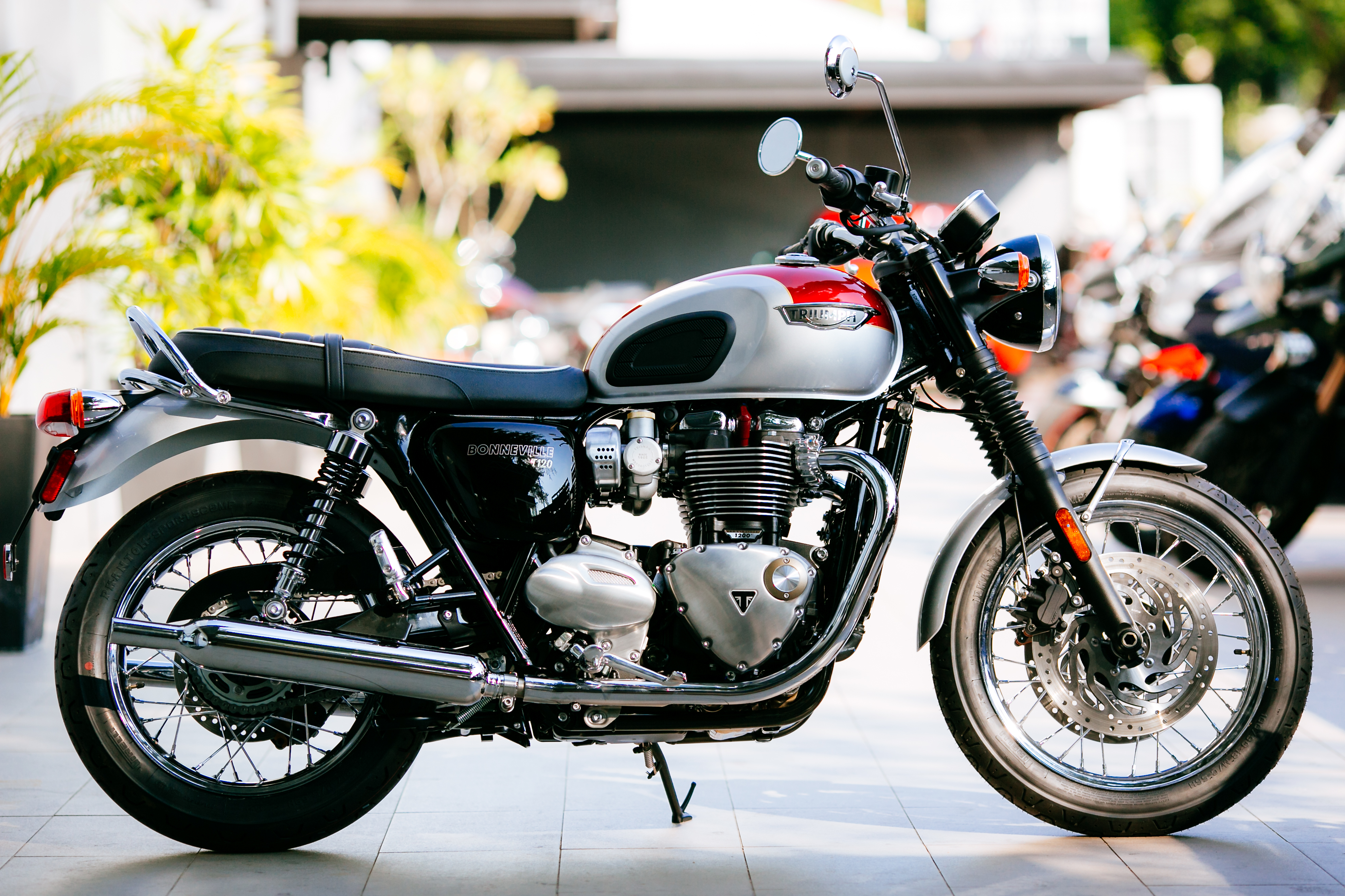 2016 triumph bonneville t120 t120 black and thruxton r official malaysian release from rm79. Black Bedroom Furniture Sets. Home Design Ideas