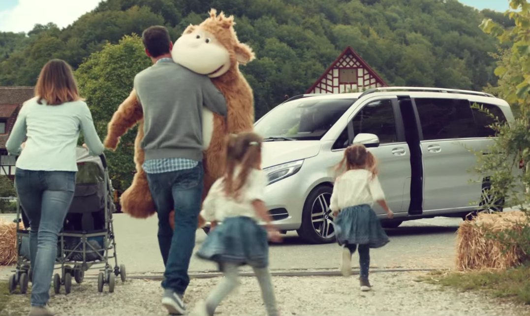 VIDEO: Mercedes-Benz V-Class ad with Roger Federer Paul ...