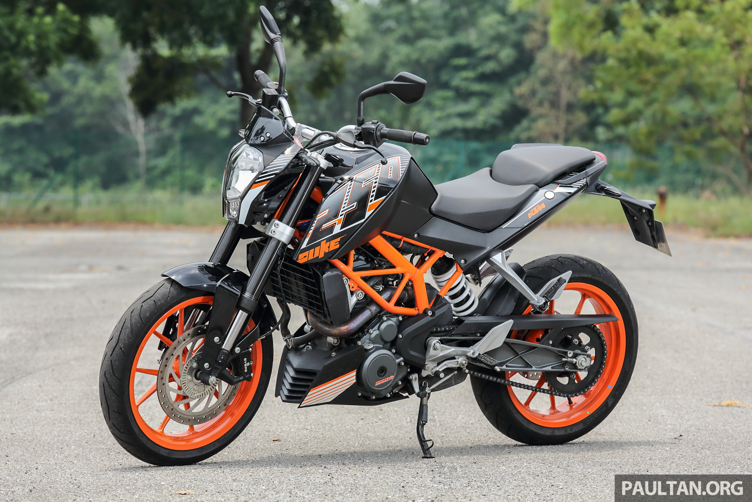 review 2016 ktm duke 250 and rc250 good handling and good looks at an entry level price image. Black Bedroom Furniture Sets. Home Design Ideas