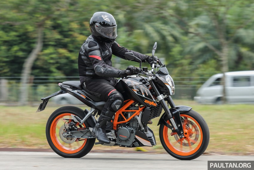 REVIEW: 2016 KTM Duke 250 and RC250 – good handling and good looks at an entry-level price Image #472592