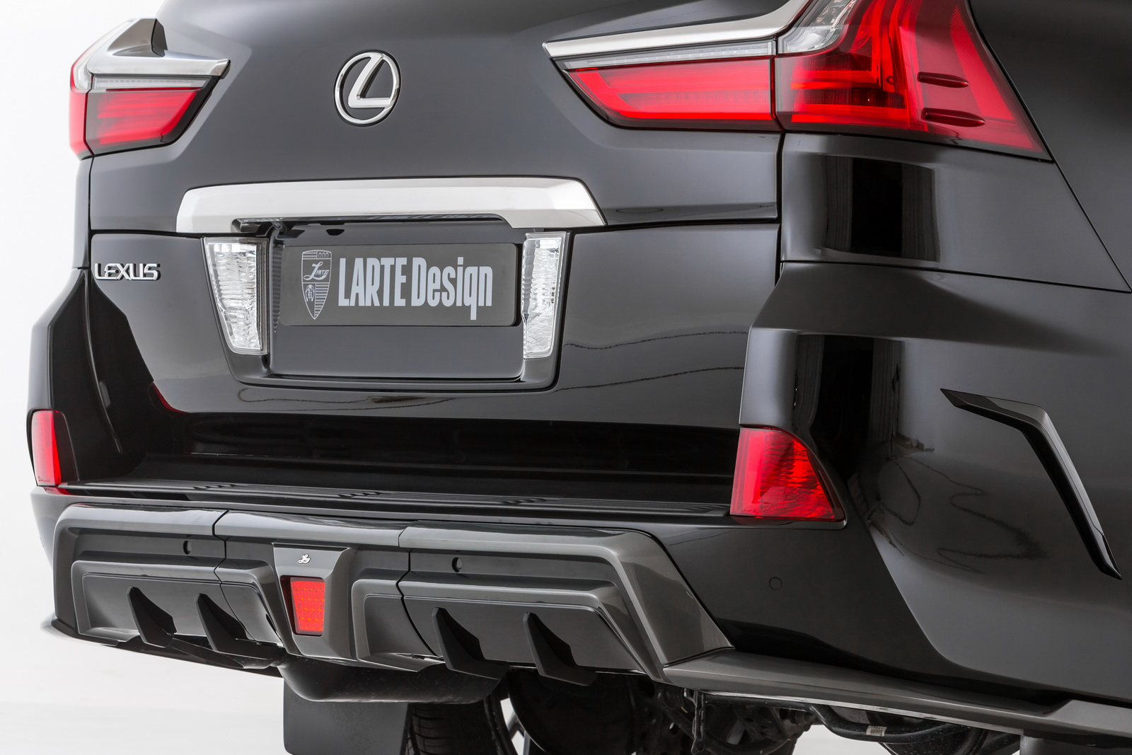 2016 Lexus LX 570 by Larte Design shown in the flesh Paul ...