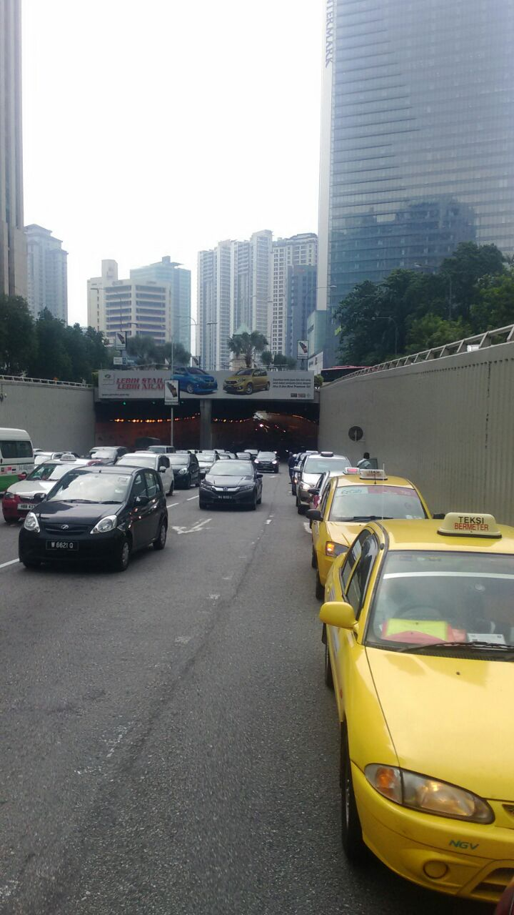 Taxi drivers gather for another protest in KL, again Image #474351