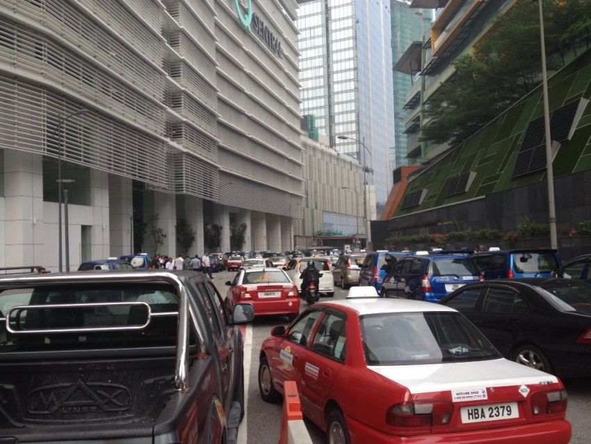 Taxi drivers gather for another protest in KL, again Image #474374