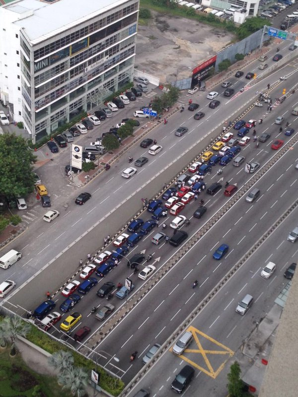 Taxi drivers gather for another protest in KL, again Image #474376