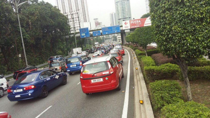 Taxi drivers gather for another protest in KL, again Image #474354